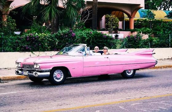 キューバ・ハバナのおしゃれ観光スポット:アメ車に乗ってダンスを踊る?
