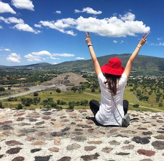 メキシコ・メキシコシティの観光スポット: ピラミットに登って雑貨を買う